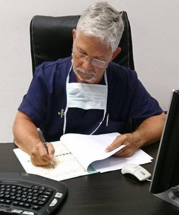 Dr. Carles Ortiz - Clínica Capilar CFS Barcelona